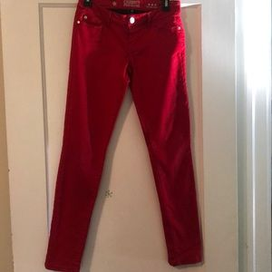 Soft and stretchy juniors pants. Great condition.